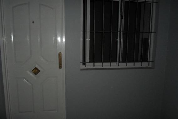 Alquiler De Departamento 1, 1/2. En Paso Del Rey