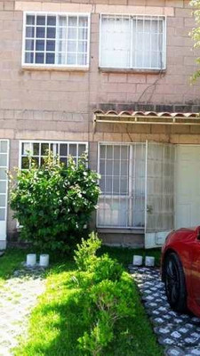 Casa En 2 Niveles Con Buena Distribución En Fraccionamiento Geo
