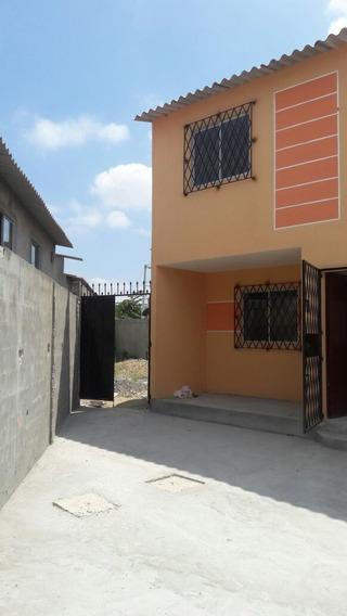 Casa De 3 Habitaciones 3 Baños Completos, Patio Lavandería,