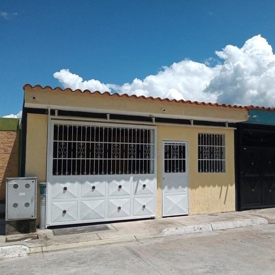 Comoda Casa De Construcción Nueva A Precio Accesible