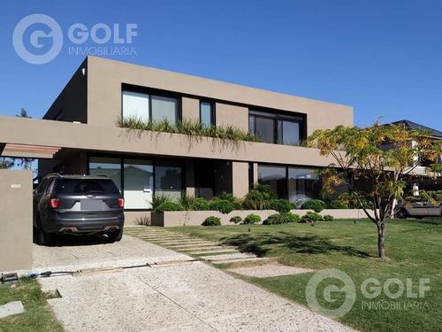 Vendo Casa En Propiedad Horizontal Con 4 Dormitorios, Piscina Y Parrillero, Con Renta, Carrasco