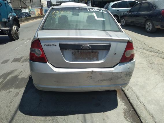 Sucata Ford Fiesta 2002 Somente Para Retirada De Peças