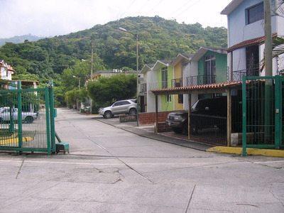 Fg Townhouses En Venta Mls #17-9928 Valles De Chara