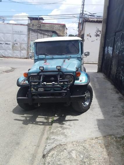 Jeep Toyota Rustico