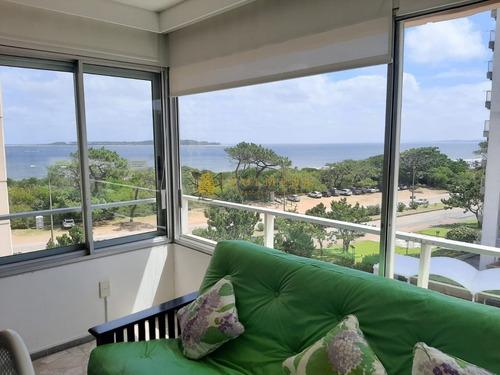 Apartamento En Punta Del Este, Playa Mansa  Edificio Frente Al Mar!- Ref: 3711