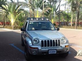 Jeep Liberty 2004.