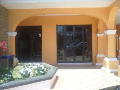 Local U Oficinas En Renta Dentro De Plaza En Calle Principal De Metepec