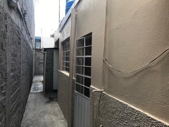 Casa / Departamento C/ 2 Habitaciones, Cocina, Baño Y Patio