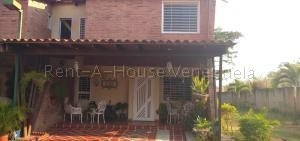 Townhouses En Venta Villa Jardin Carabobo 20-7422 Rahv
