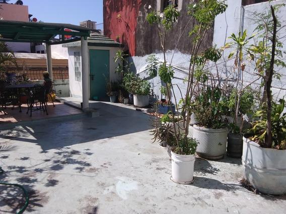 Casa De 2 Niveles En La Zona Colonial 6 Habitaciones
