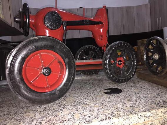 Máquina De Coser Hecha Tractor