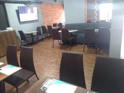Vendo Restaurante Ubicado En Centro Internacional