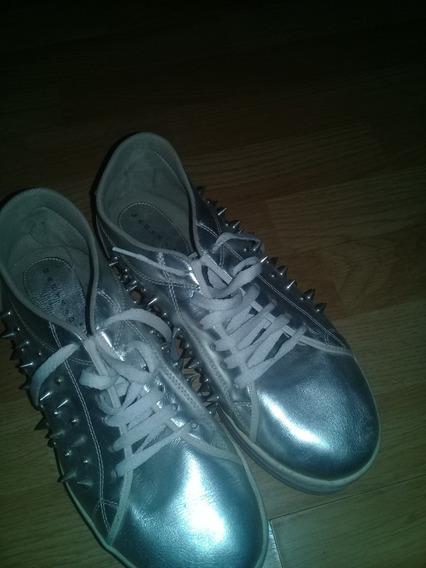 Zapatillas Plateadas Con Tachas. Liquido Hoy