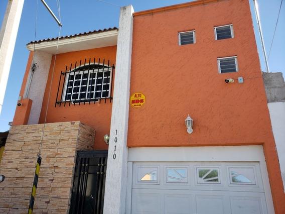 Renta Casa 4 Cuartos & Estacionamiento Techado