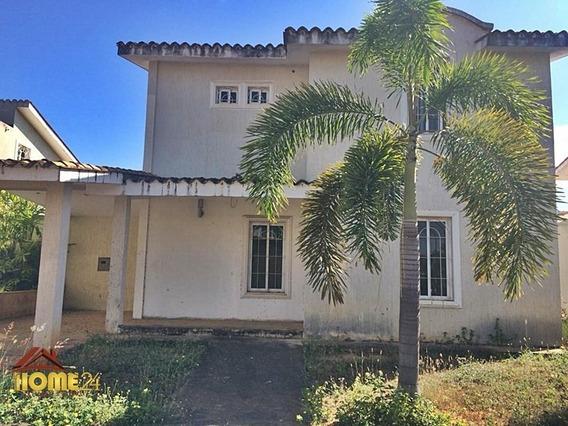 En Venta Town House Urb. La Sabanita Country Club.