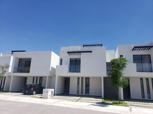 Casa En Venta En Canadas Del Arroyo, Corregidora, Rah-mx-20-2461