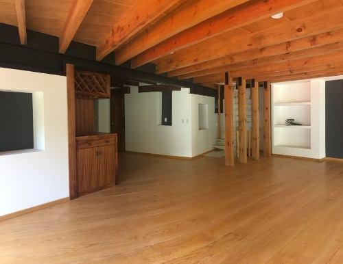 Moderna Cabaña En Venta Con Una Hermosa Vista Al Bosque En Condominio
