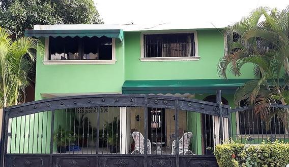 Casa En Venta En La Avenida Independencia