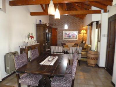 Chalet 4 Ambientes, 3 Dormitorios, 2 Baños, Pileta, Quincho.