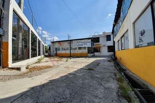 Local En Renta En Esquina, Con Oficinas, Patio De Maniobras Y Bodega, Sobre Boulevard Hermanos Serdán, Cerca De Audi.