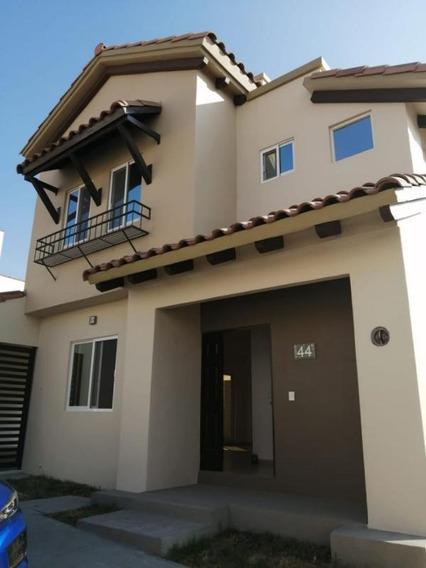 Hermosa Casa Nueva En Renta