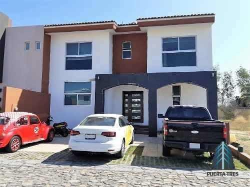 Moderna Casa En Fraccionamiento Sendero De Las Moras