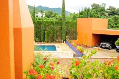 Casa En Venta En San Felipe Del Agua. Privada, Seguridad, Jardin