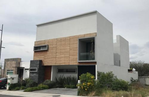 Imagen 1 de 16 de Hermosa Residencia En Lomas De Juriquilla, Alberca Propia, J