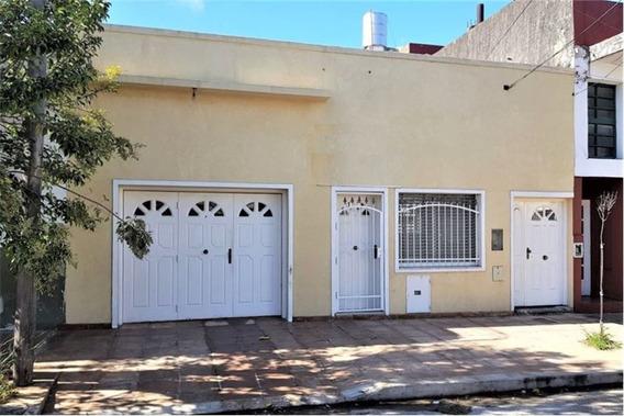 Venta Casa 3 Ambientes En Lomas Del Mirador * Con Cochera Patio Y Galpon Industrial * 215 M2 Totales * Gran Posibilidad De Expansión * Planos Aprobados !
