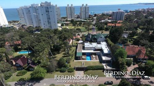 Espectacular Residencia Minimalista Con Amplio Parque A Metros De La Mansa- Ref: 539