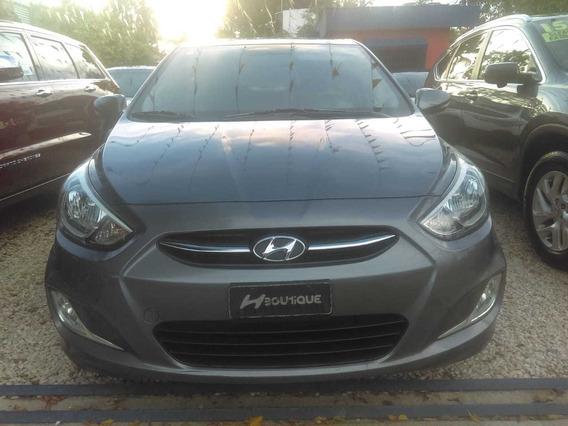 Hyundai Accent 15 Gris