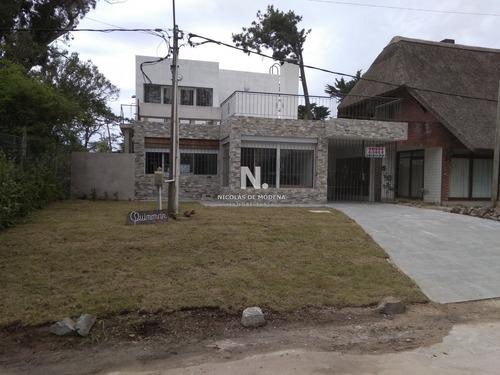 Casa En Mansa, 3 Dormitorios *- Ref: 3496