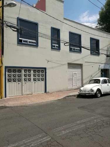 Casa Cda. Lago Chapultepec, 2 Niveles Tiene 3 Locales Comerciales.