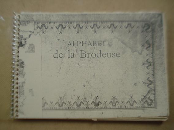 Antigo Livro Frances De Bordados - Veja As Fotos