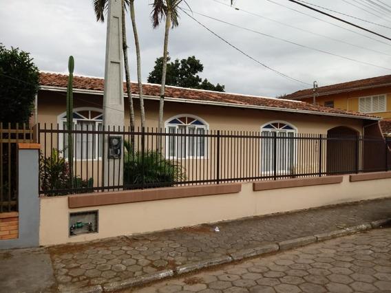 Casa Para Venda No Centro Em Balneário Piçarras - Sc - 702