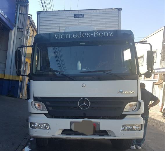 Mb Atego 2425-baú Cabideiro