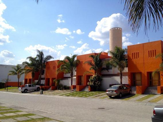 Juriquilla Naranjos I, Atras De Uvm, Excelente Ubicacion