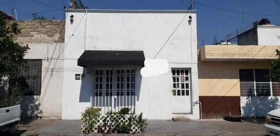 Casa En Venta En La Colonia Del Fresno Con Local Guadalajara