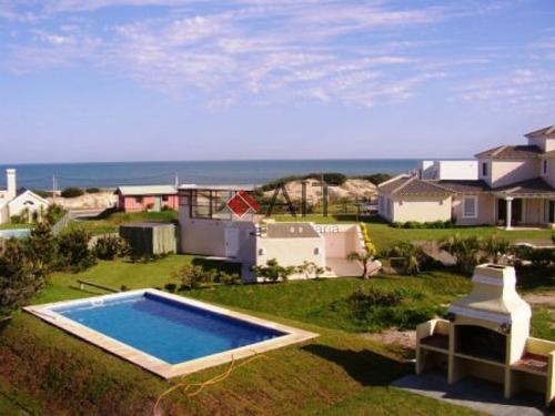 Imagen 1 de 14 de Montoya Con Mas De 3000 M2 De Jardin A Una Cuadra De La Playa!!-ref:6100