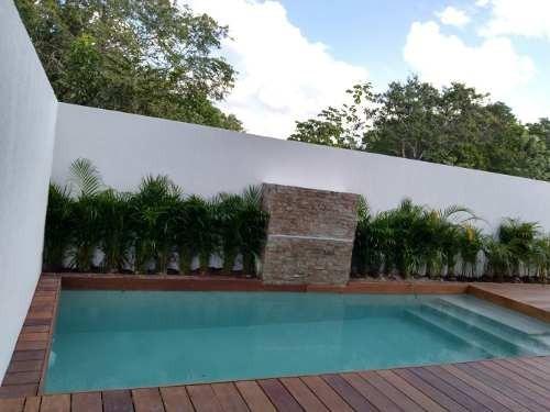 Casa En Venta Con Alberca En Playa Del Carmen, $5,600,000.00