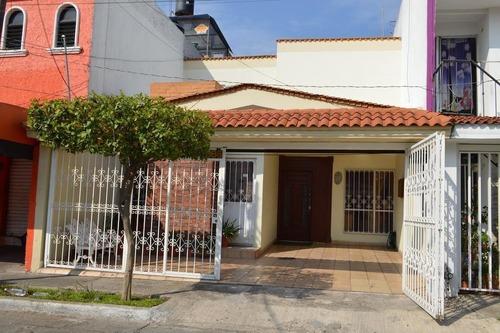 Ubicadísima Casa - Fraccionamiento Jardines De La Cruz