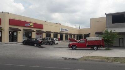 Se Renta Local En Plaza Comercial Ikal, En Boulevard Bernardo Quintana
