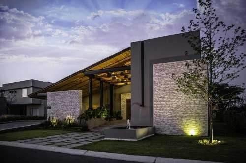 Residencia En Venta En El Campanario Querétaro