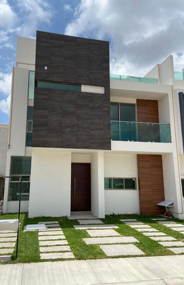 Casa De 3 Recamaras,estudio, 3 Niveles,terraza Incluye Asado