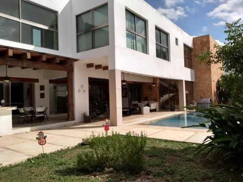 Hermosa Casa En Renta Ubicada En Una De Las Colonias De Mayor Plusvalía En La Ciudad De Mérida