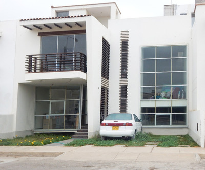 Novedosa Casa De Estreno En Condominio Privado Alameda
