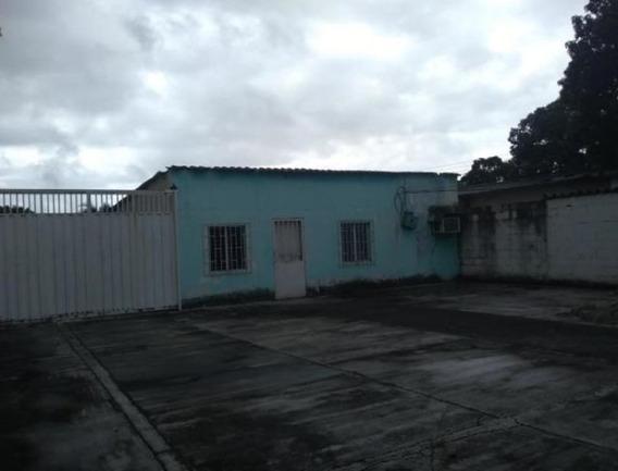Casas En Venta Zona Centro Acarigua 21-3681 J&m