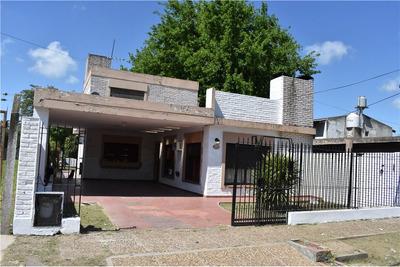 Hermosa Casa Con Jardín Y Pileta En Alejandro Korn