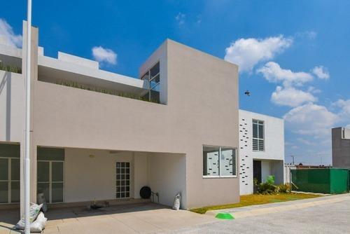 Residencia Moderna Contemporánea Con Amenidades En Metepec