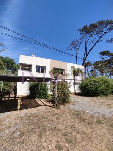 Alquiler Casa  En Montoya, 4 Dormitorios Más Servicio.- Ref: 444